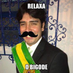 Meme relaxa o bigode